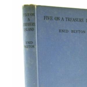 Five on a Treasure Island: 1 (The Famous Five Series I)